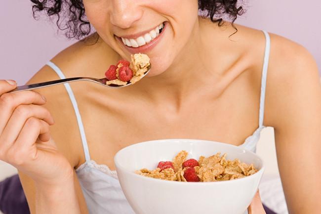 De ce sa consumi micul dejun dimineata? Iata cateva motive!